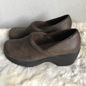"Dr. Scholl's ""Bernice"" Brown Clogs Size 6.5"